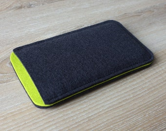 case for iPhone and Samsung Galaxy smartphone with pull-tab on the back side · made in Germany