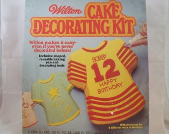 T-Shirt Foil Cake Mold by Wilton Cake Decorating Kit in original box 1978  (41)