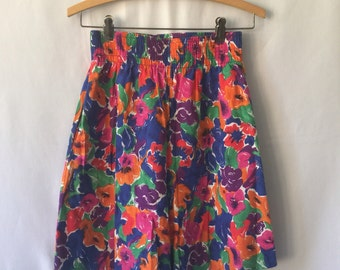 1990s high-waisted floral shorts