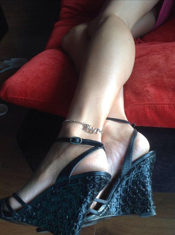 Anklet indicates slut