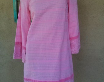 Vintage 1960s Mexican Pintuck Dress Pink Lace B35 US 6 2013636