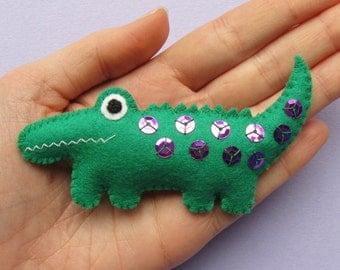 Crocodile, cute felt animal brooch