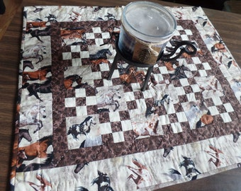 Table topper. Hand quilted table topper. Candle mat.