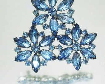 Gorgeous 3 Flower Rhinestone Pin Brooch Blue