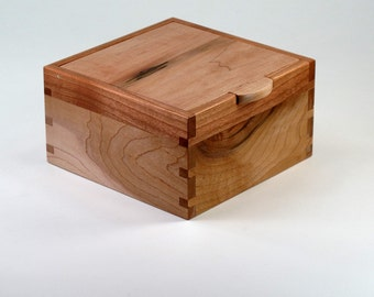 Keepsake Box, Maple and Cherry Hardwood