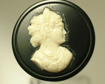 Vintage Art Deco/ 1940s black and cream lucite/ early plastic cameo brooch / pin - jewelry / jewellery