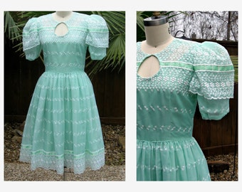 Vintage 1950s Dress 50sTeal Green Eyelet  Dress/ 50s Day Dress Sz S