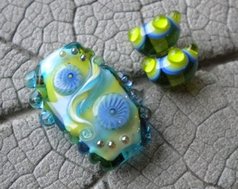 Freeform Lime and Turquoise Focal Lampwork Beads by Cherie Sra R114 Encased Silver Glass Bead Flameworked Bead Lampwork Murrini Bead Twistie