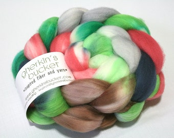 Hand Dyed Artisan Fiber, SW FINE Merino Wool Fiber, Spinning Weaving Fiber, Clover-Wrapped Heart colorway (dyelot 31116)