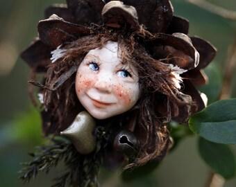 Pixiegirl Heide handmade decoration, Zapfenkind
