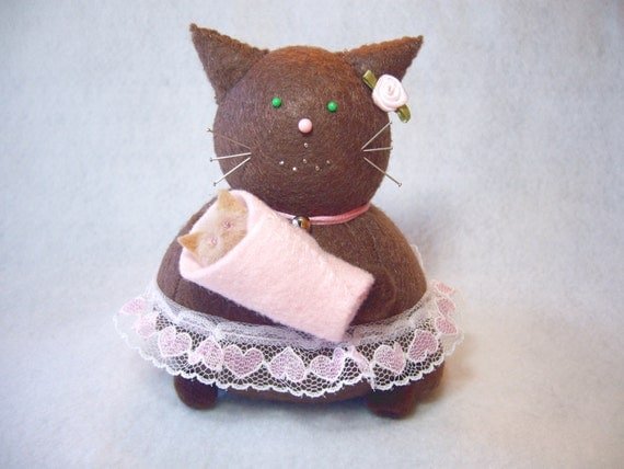 Cute mommy and baby, Cat Pincushion, Baby girl pink, Cute felt kitty, New mom gift, Mom-to-be, Cat lover gift, Mother's Day, MTO