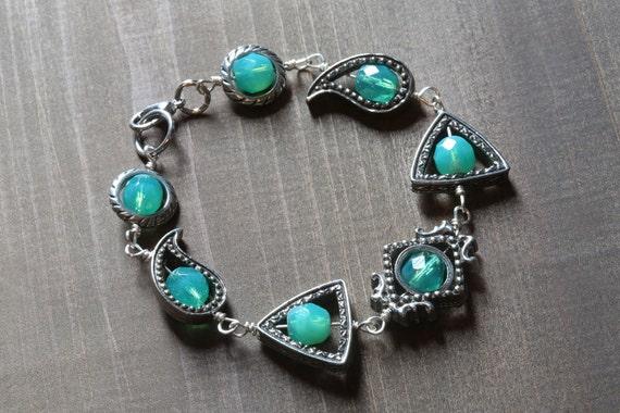 Neo victorian Jewelry - Bracelet - Uranium glass beads - Silver Tone or Antique Bronze