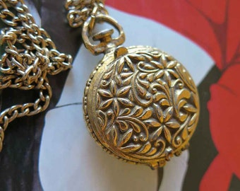 Vintage Gold Toned Metal Locket Faux Watch Secret Compartment Pendant Necklace