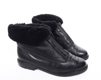 vintage SHEARLING WOOL ankle boots // cuff boots // BLACK leather fleece boots // women's size 7.5 - 7 1/2