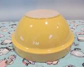 """Vintage Stoneware Mixing Bowl Yellow Ware 31-30 - 8.5"""" diameter - Shabby Cottage Farmhouse Kitchen"""
