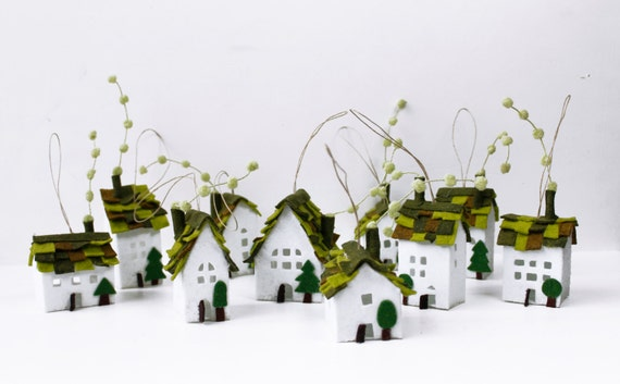 Home Decorations Miniature of ten houses of green roofs Welcome Home Christmas ornaments