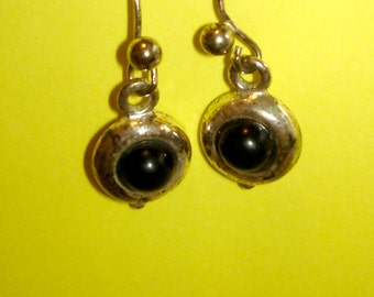 vintage black cabohon silver pierced dangle earrings