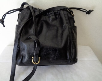 Liz Claiborne larger size satchel, purse, bucket bag cross body bag ,  tote, vintage classic jet  black thick pebbled leather