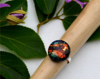 034 Fused dichroic glass ring, adjustable, silver plated, round, earth red, brown and green