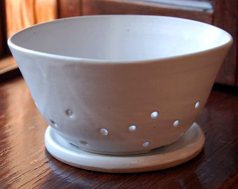 Berry Bowl with Saucer in White Kitchen Colander