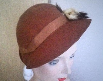 Vintage 1950s Brown Felt Hat . 50s Tilt hat with White and Brown Tails Brown Grosgrain Ribbon . Accessories