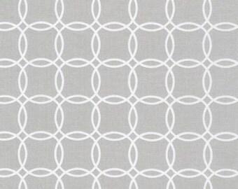 Fat Quarter - Metro Living Interlocking Circles Robert Kaufman Fabrics SRK-15081-153 Silver Gray