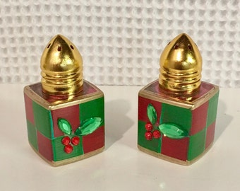 Mini salt and pepper set, painted salt and pepper shakers, red and green check salt pepper set