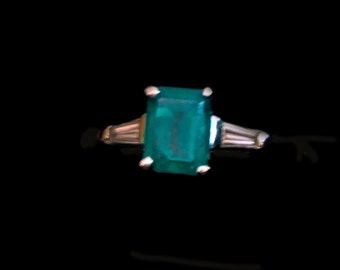 Vintage 2 ct Emerald and Diamond Platinum ring