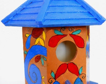 Birdhouse with lots of colors!