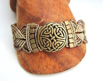 Celtic Knot Micro Macrame Bracelet  - Eternal Knot Button - Beaded Macrame Bracelet - Infinity Knot - Icovellavna