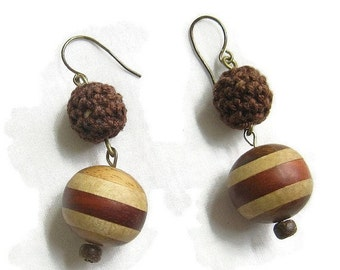Vintage Laminated Wood and Macrame Beads Dangle Earrings