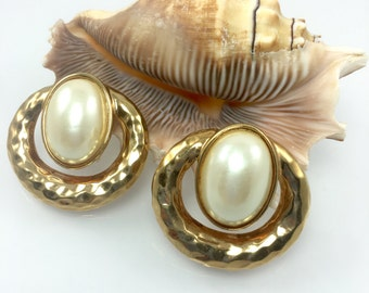 Bold Hammered Gold Pearl Clip Earrings, 1980's Haute Couture Jewelry, Unique Large Clip Earrings, Costume Jewelry