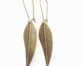 Vintage style antiqued brass feather charms earrings