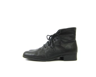 black leather ankle boots 90s granny boots Vintage fold over Pippi booties women's size 10 Hipster Shoes