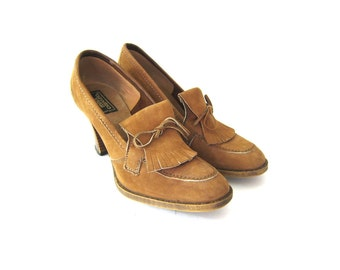 Vintage 70s Brown Tan Leather Shoes with Tassles and stacked Wooden Heels Fringed Slip on Shoes Librarian Heels Dell's Womens Size 7.5