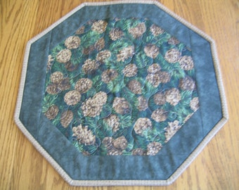 "Quilted Octagon Mat in a Pinecone on Green Pattern - 16"" diameter"