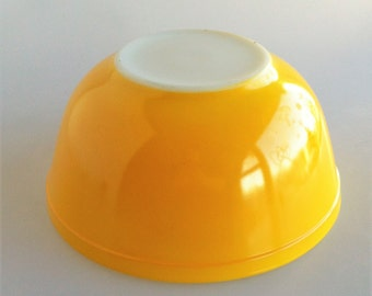 Vintage Pyrex Bright Yellow Round Mixing Bowl #403 2 1/2 QT - Mid Century - Kitchen - Serving - Retro - Americana