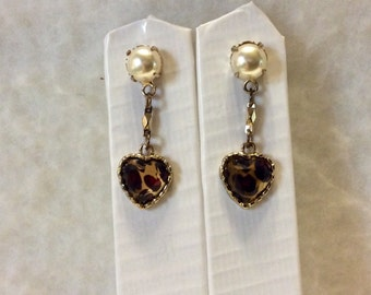 Heart shaped drop dangles animal print faux pearl earrings. Free ship.
