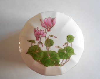White Trinket Dish Pink Cyclamen Jewelry Box Vintage Trinket Dish Otagiri Multi Sided White Porcelain Dresser Box Made in Japan SMALL CHIP