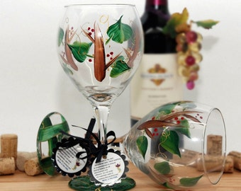Holiday wine glass, Christmas wine glass, Holly berries and twig, woodland wedding, winter wedding, rustic wedding, nature inspired, festive