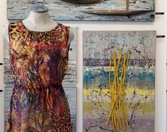 Robe froncée à l'encolure, taille élastique, voilage de polyester, imprimé ''funky'' multicolore