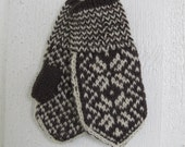 Handknitted norwegian mittens in broen and off white for children