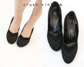 40s Shoes Black Heels 9 / 1940s Vintage Cut Out Suede Pumps / Martinique Heels