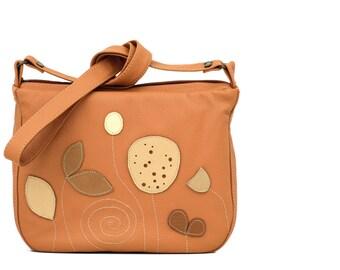 Botanist Messenger, women crossbody purse, everyday bag, brown leather messenger bag, womens leather messenger, summer fashion