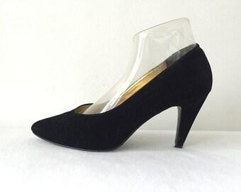 Vintage 80s 1980s Black Velvet Pumps Size 8 1/2 38 38.5 Shoes Heels