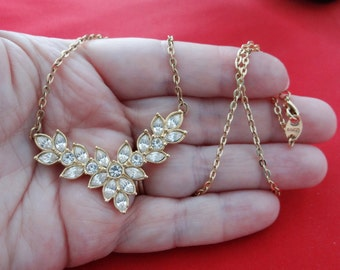 "Vintage AVON signed gold tone 18.5"" necklace with super sparkly  and clear rhinestone attached pendant in great condition, appears unworn"