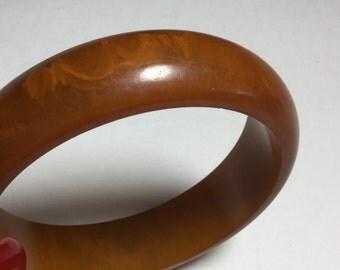 Vintage Bangle BAKELITE Swirl Bracelet