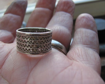 Vintage Filigree Sterling Silver Size 7  Ring, Wide Band with Chain motif Design