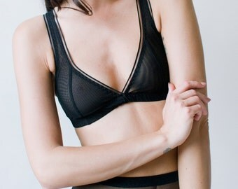 Roxanna plunge mesh bra - black - Kayleigh Peddie