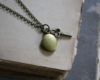 Bridesmaid Locket Minimal Locket Oval Locket Key Necklace